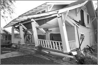 Image of a house that was damaged by an earthquake