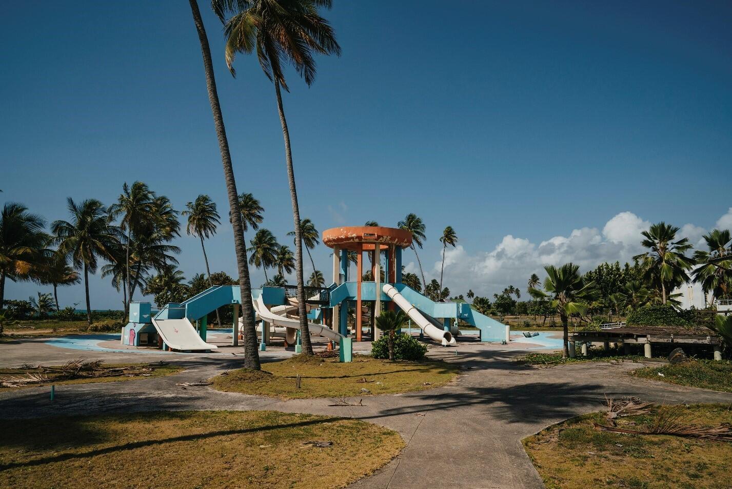 Aquatic park in Punta Santiago with palm trees surrounding the park.
